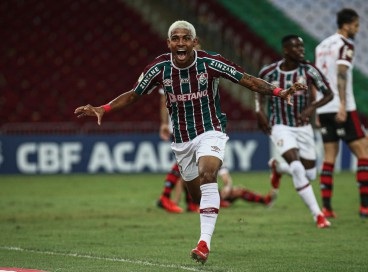 Atacante John Kennedy comemora gol no jogo Fluminense x Flamengo, no Maracanã, pelo Campeonato Brasileiro Série A
