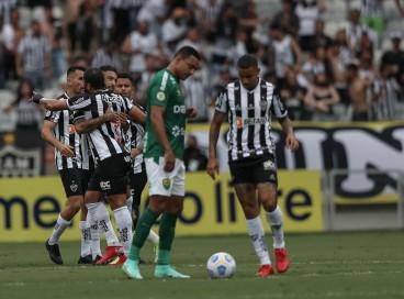 Jogadores comemoram gol do atacante Hulk no jogo Atlético-MG x Cuiabá, no Mineirão, pela Série A
