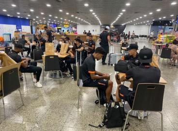 Delegação do Ceará no Aeroporto de Fortaleza antes do embarque para Porto Alegre