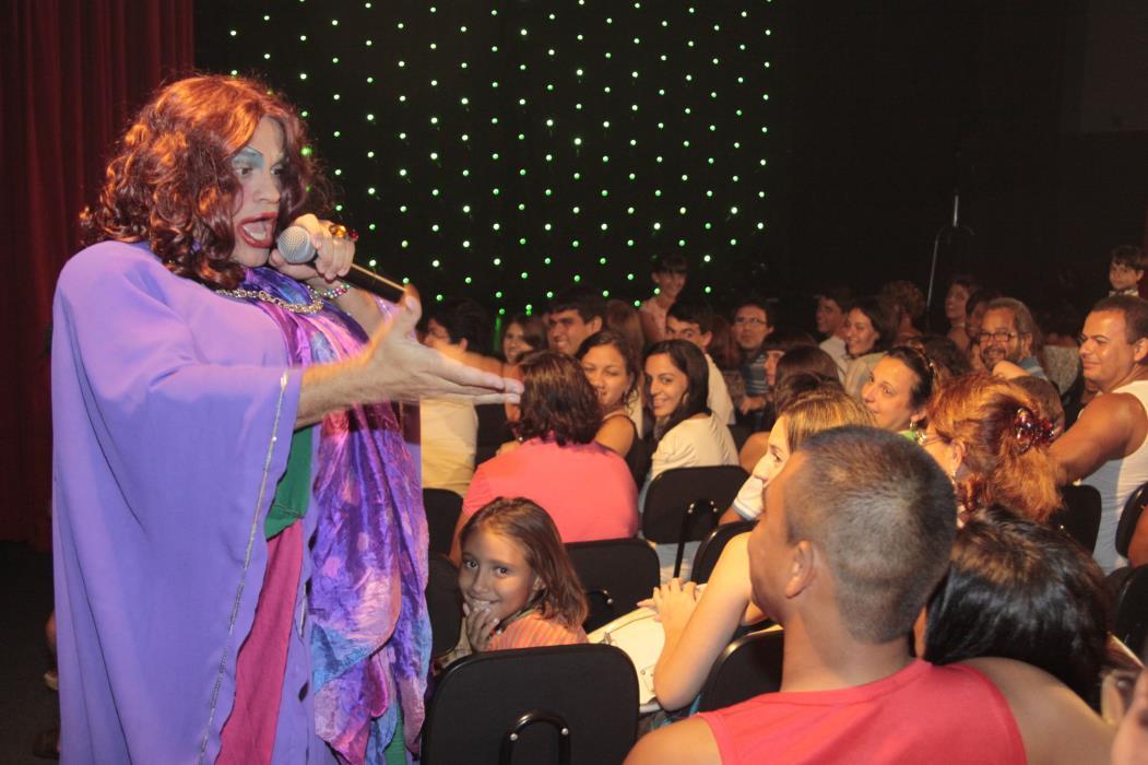 Show do humorista Superedson no Teatro do Humor, em Fortaleza