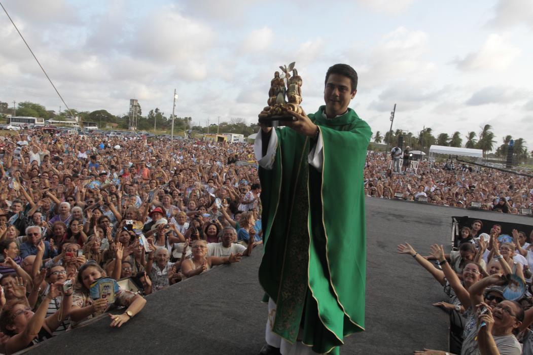 Padre Robson Foto: Mauri Melo (Foto: MAURI MELO)