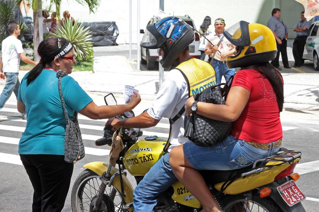 Campanha educativa ao combate do alcool e direção. Foto: Gabriel Goçalves, em 11/11/2011