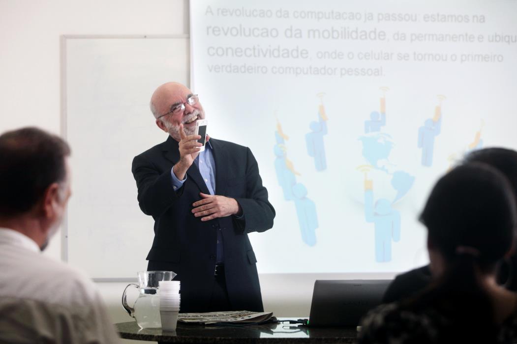 Palestra O Novo Ecossistema da Mídia. Na foto: professor Rosental Calmon Alves em palestra no Salão Azul do Jornal O Povo Foto: Sara Maia, em 24/11/2011