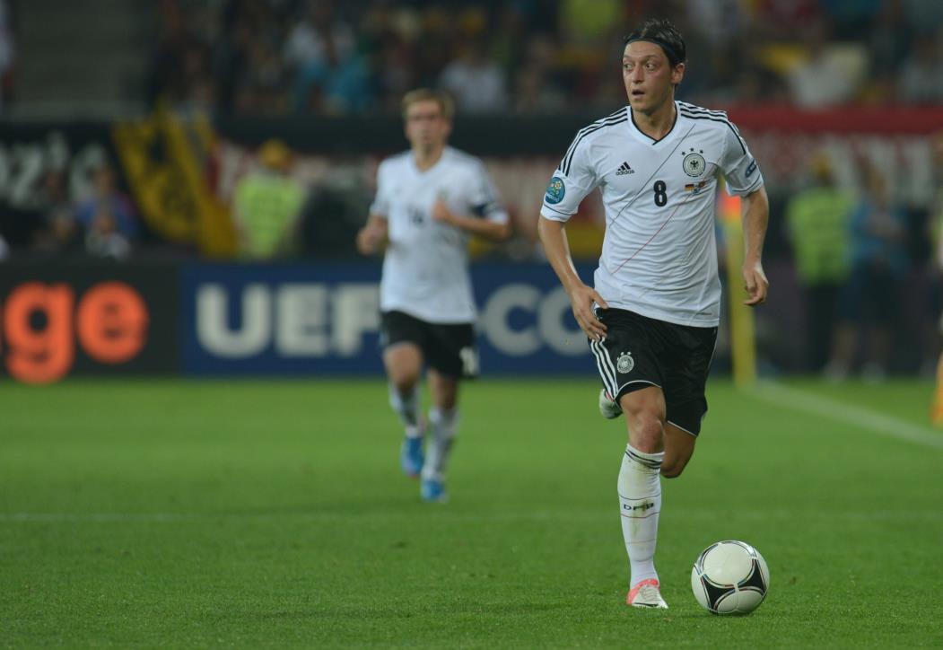 Jogador não vem tendo sequência no clube há mais de uma temporada  (Foto: PATRIK STOLLARZ/AFP)