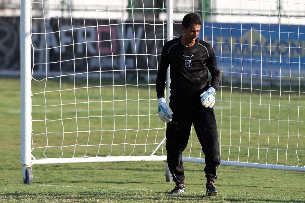 Apresentação de Magno Alves e treino do Ceará Na foto: Adilson, goleiro do Ceará Foto: Igor de Melo, em 14/09/2012 (Foto: IGOR DE MELO)