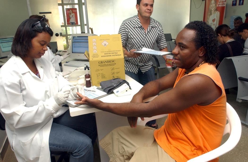 Brasília - Na Semana Nacional de Doação de Sangue, hemocentros intensificam campanhas de mobilização, principalmente de jovens doadores voluntários. Em Brasília, Joaquim Ribeiro participa do esforço.  Foto: Elza Fiúza/ABr (Foto: Elza Fiúza/ABr)