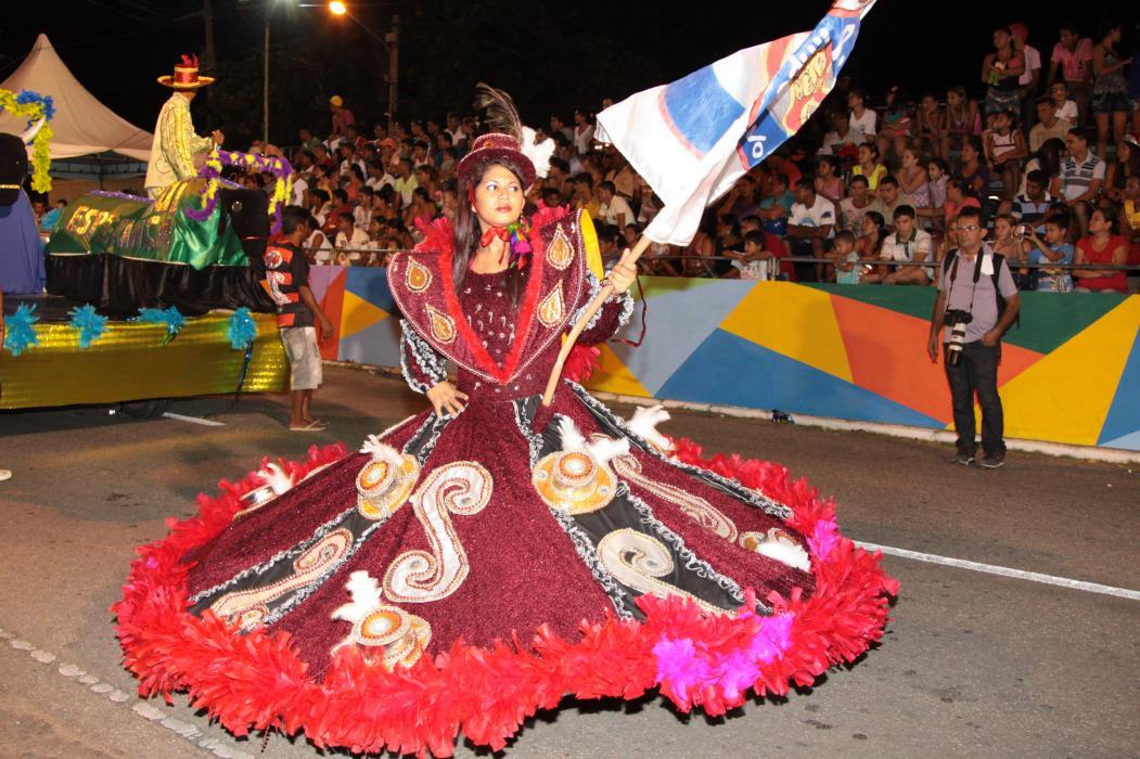 Império dos Terrenos Novos Na foto: Membros da escola de samba Império dos Terrenos Novos, no desfile de carnaval do município de Sobral Foto: Valdenora Cavalcante, em 12/02/2013