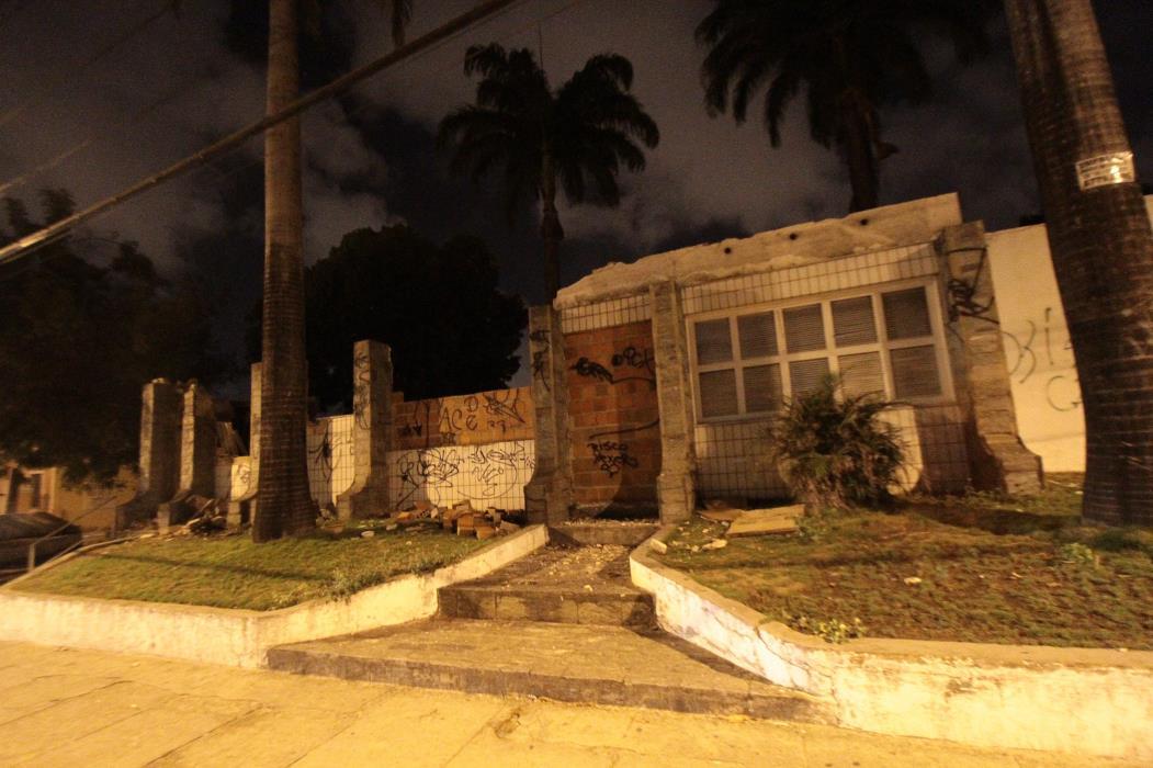 (Foto: ETHI ARCANJO, em 19/3/2013)Ruínas da fachada do prédio onde funcionava o Hospital Mira Y Lopez, ao ser demolido em 2013