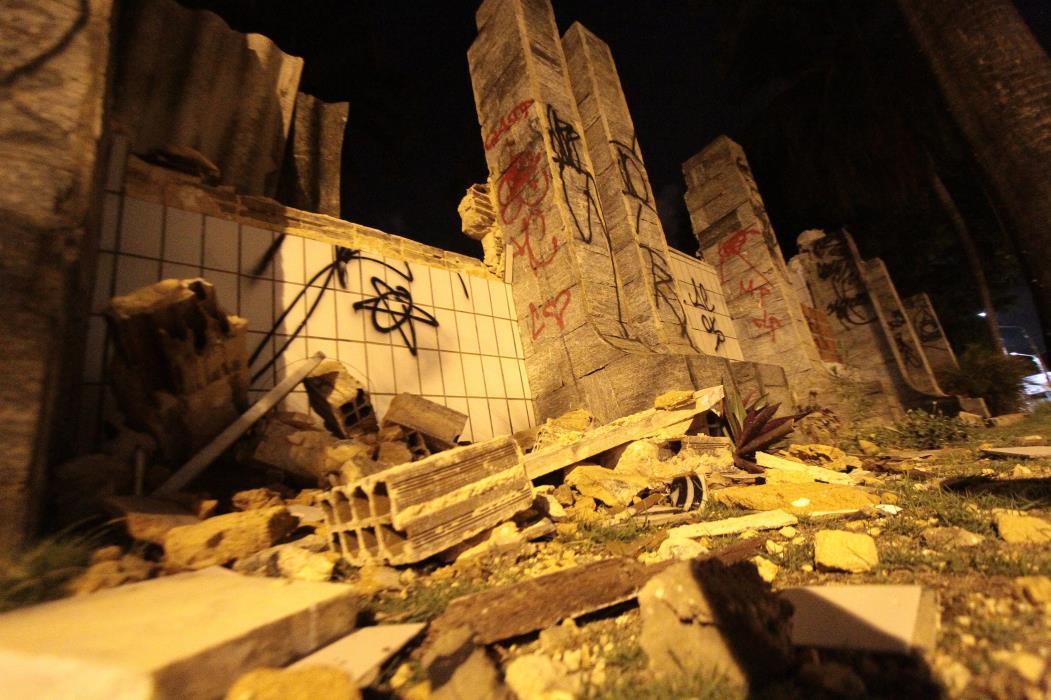 (Foto: ETHI ARCANJO, em 19/3/2013)Ruínas da fachada do prédio onde funcionava o Hospital Mira Y Lopez
