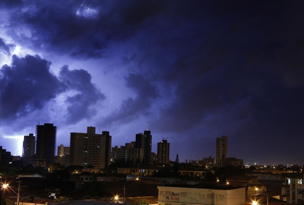 O Sistema de Monitoramento e Alerta da Enel Distribuição Ceará registrou, somente no mês de janeiro, 42.812 raios em todo o Estado