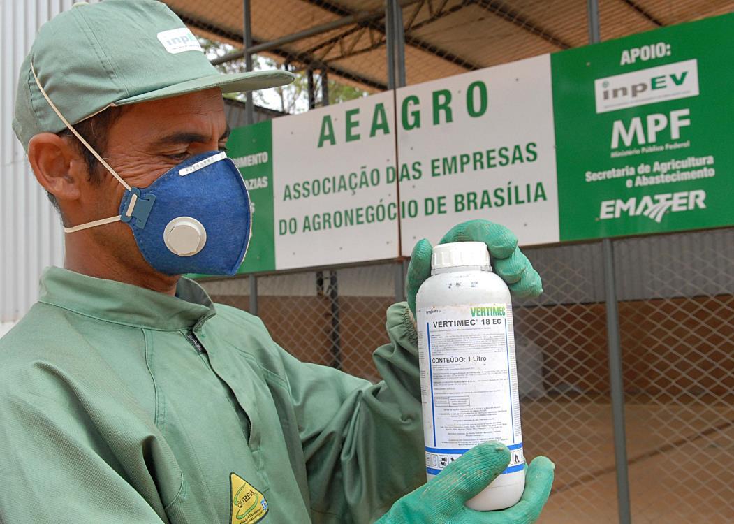 Brazilândia (DF) - Posto de recebimento de embalagens vazias de agrotóxicos, que tem 100 metros quadrados e onde é feita a separação entre embalagens contaminadas e não contaminadas. Foto: Renato Araújo/ABr