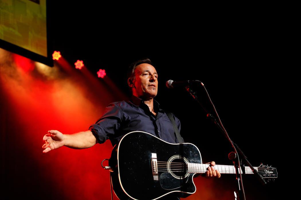 Em 'Springsteen on Broadway', o músico apresenta sucessos e conta histórias em formato intimista (Foto: Jemal Countess)