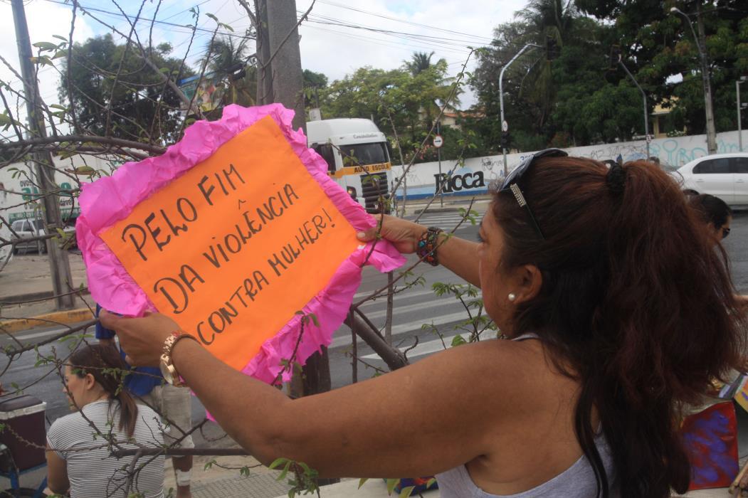 FORTALEZA, CE, BRASIL, 23-11-2013: Manifestação de mulheres pelo Dia Internacional da Não-Violência contra a Mulher no Ceará, no bairro Mondubim. (Foto: Mauri Melo/O POVO)