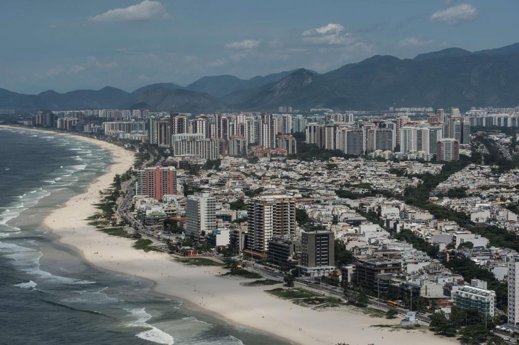 A capital do estado do Rio registrou 68 novas mortes por coronavírus nas últimas 24 horas. (Foto: Yasuyoshi Chiba/AFP)