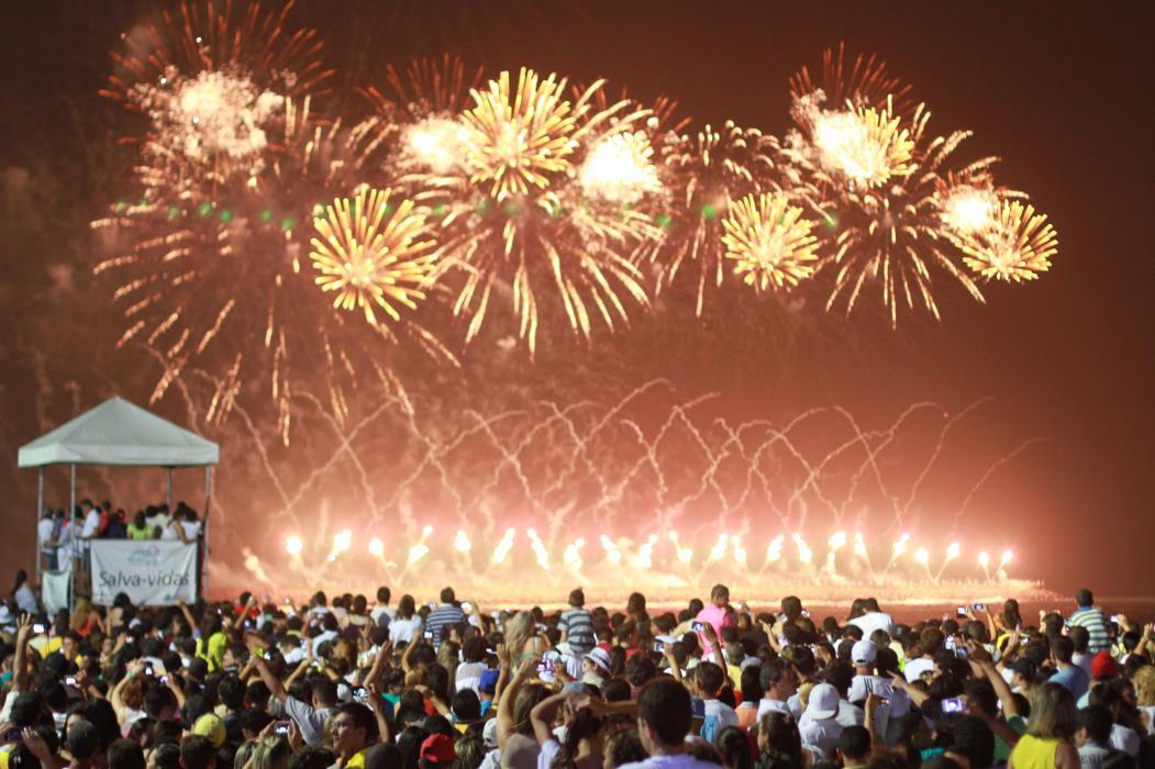 Prefeito José Sarto (PDT) sanciona projeto que proíbe o uso de fogos de artificio barulhentos em Fortaleza. Várias cidades do Brasil já restringem o uso  (Foto: FÁBIO LIMA)