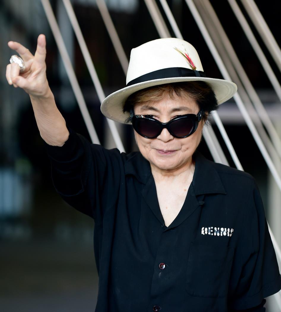 Yoko Ono homenageou o marido no Twitter