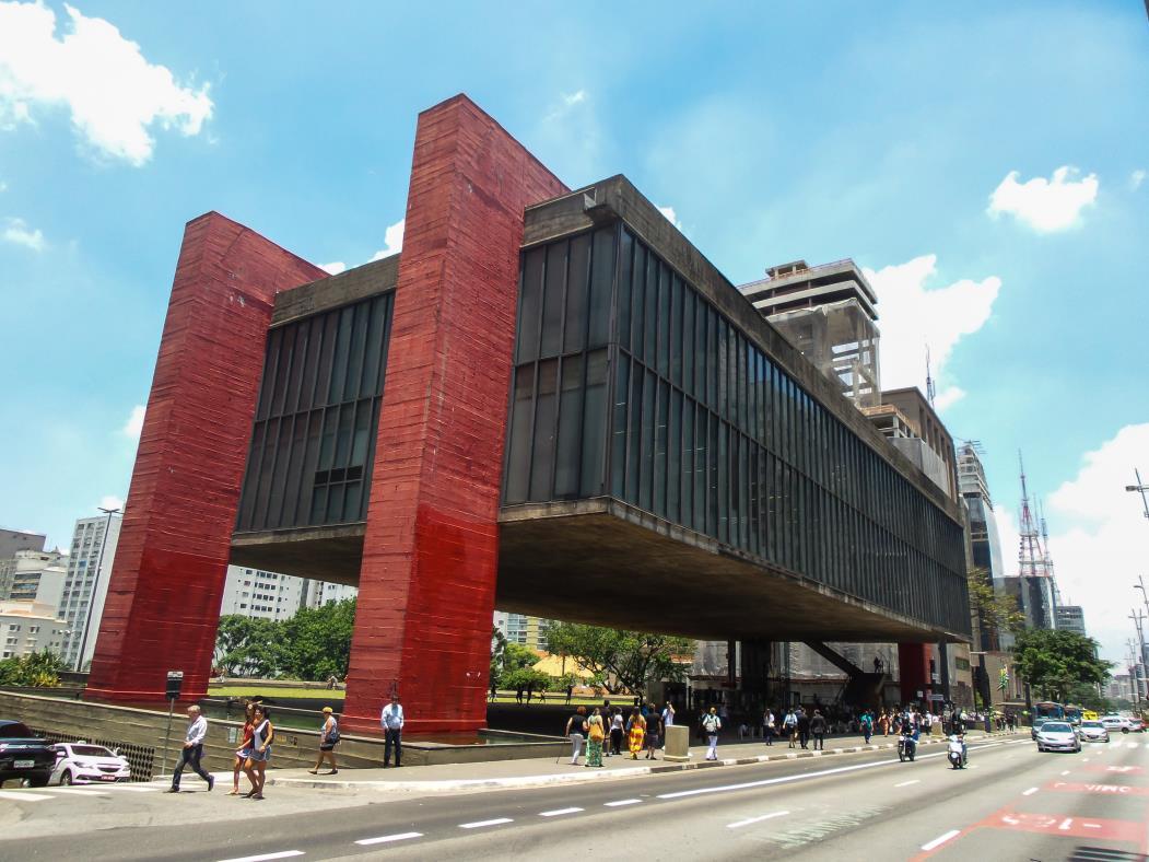 Lina foi a arquiteta responsável pelo projeto do Museu de Arte de São Paulo (Masp) e pelo Sesc Pompéia (SP).