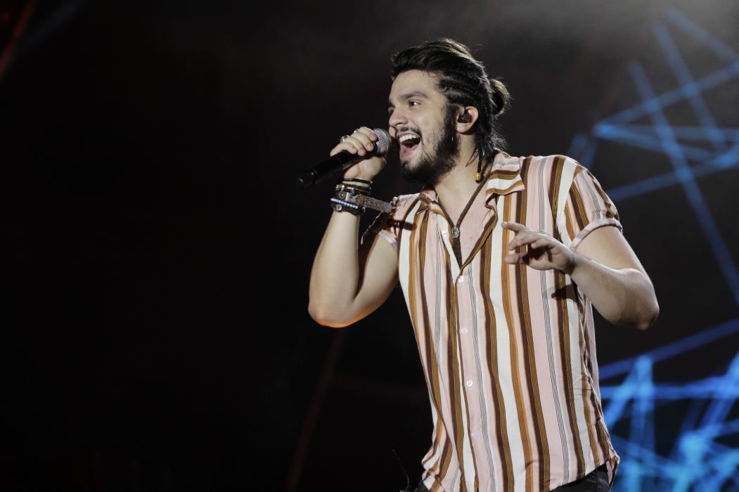 FORTALEZA, CE, BRASIL, 10-12-2016: Luan Santana, canta no Villa Mix Fortaleza. (Foto: Aurélio Alves/ESPECIAL O POVO)