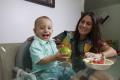FORTALEZA, CE, BRASIL, 22-02-2017Lara Limaverde, 33, fisioterapeuta e Cauê, 1 ano e 3 meses, apostam em uma alimentação com frutas (Foto: JÚLIO CAESAR)