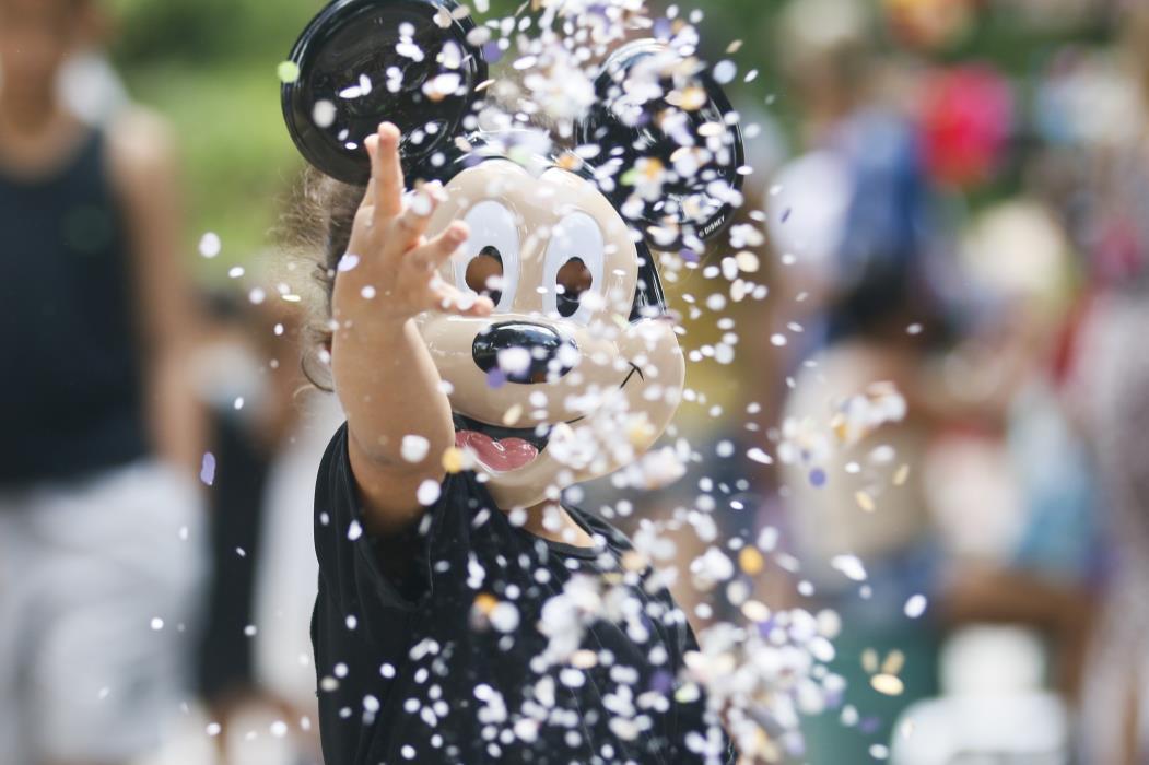 Fortaleza, CE, Brasil, 28-02-2017: Criança fantasiada de Mickey. Bailinho infantil agita crianças no Carnaval do Bem realizado na Praça da Gentilândia. (Foto: Mateus Dantas / O Povo)