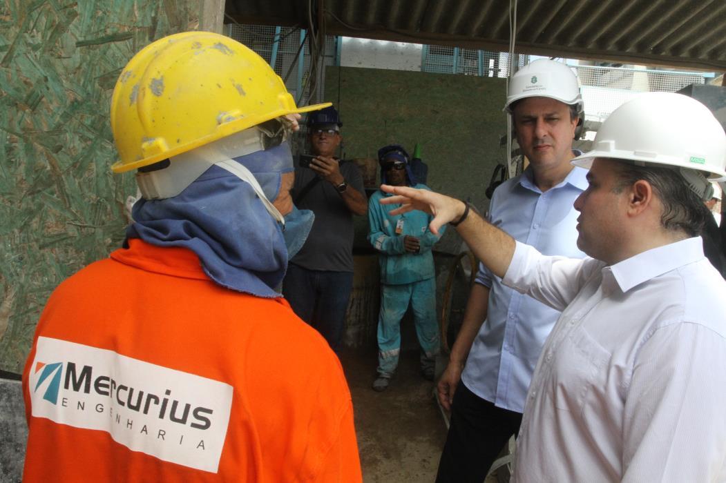 De acordo com presidente de sindicato, trabalhadores de obras públicas correm risco, já que não receberam recomendação para que paralisem atividades (Foto: EVILÁZIO BEZERRA)