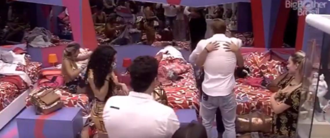 Brothers do BBB19 se abraçaram após o desabafo de Rízia.
