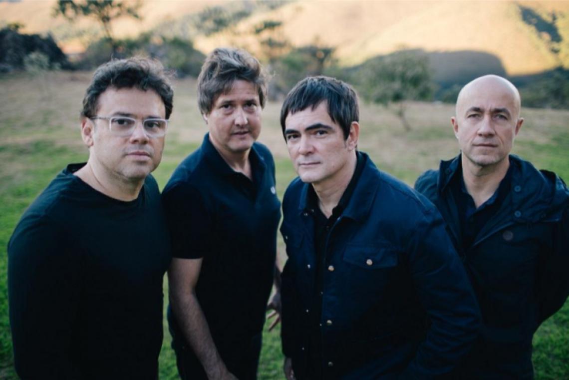 """No show, o grupo traz no repertório seus grandes sucessos, como """"Tanto"""", """"Jackie Tequila"""" e """"Partida de Futebol"""". (Foto: Divulgação)"""