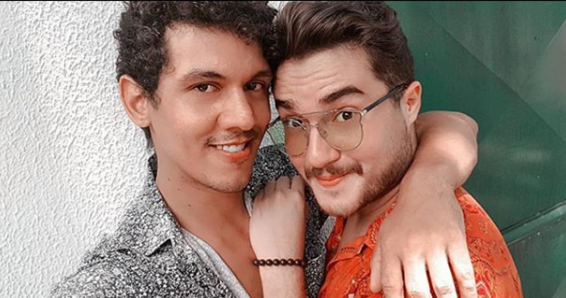 Casal vence processo na justiça contra pizzaria de Fortaleza pela prática de homofobia