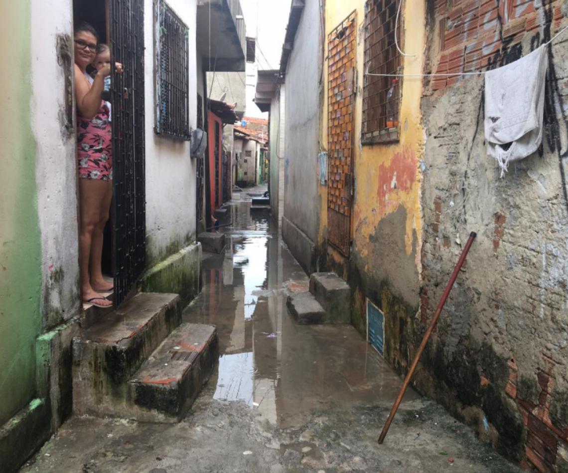 Rua alagada(Foto: Alexia Vieira/Especial para O POVO)