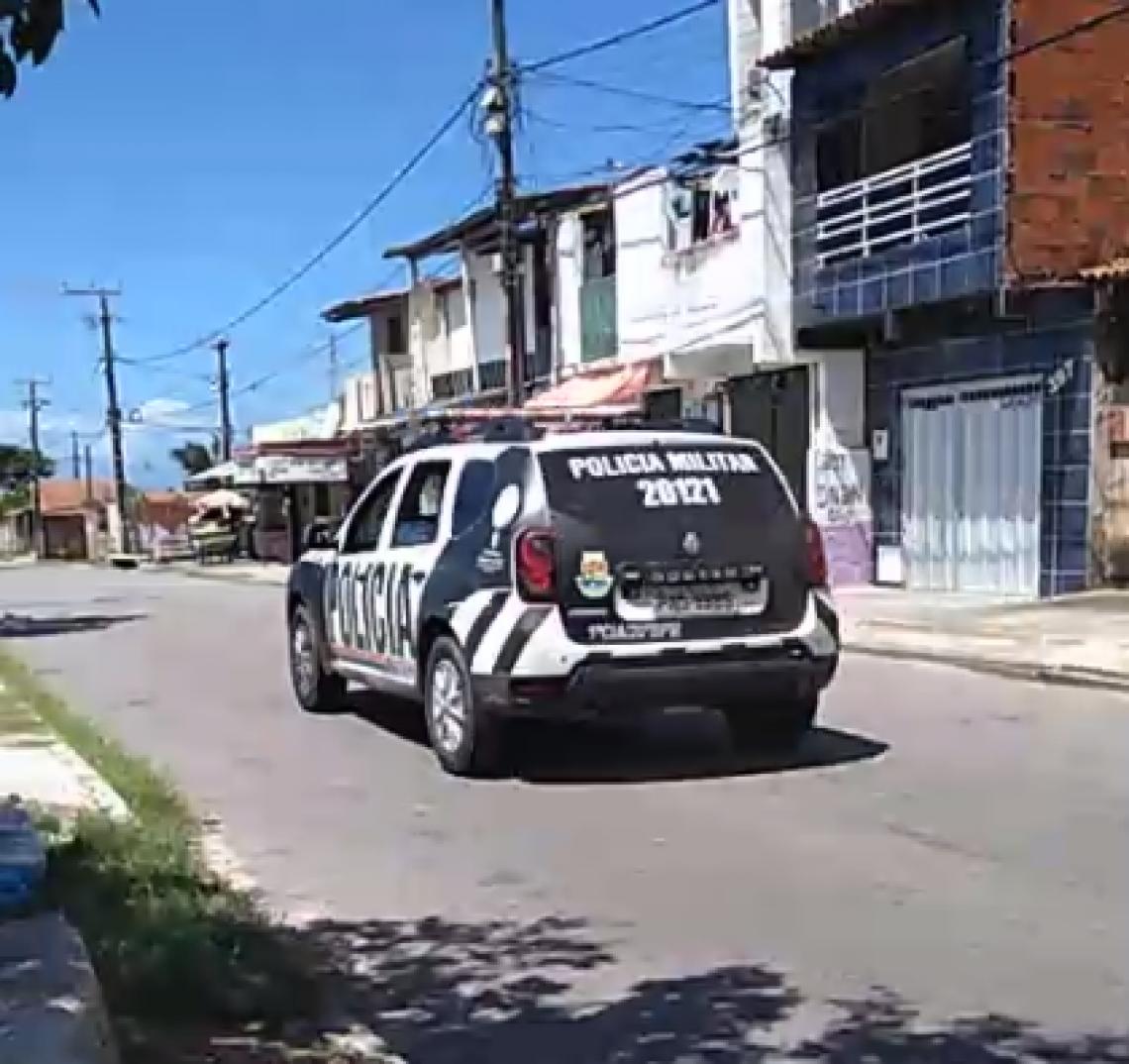A polícia foi acionada por volta das 11h48 da manhã deste domingo, 11