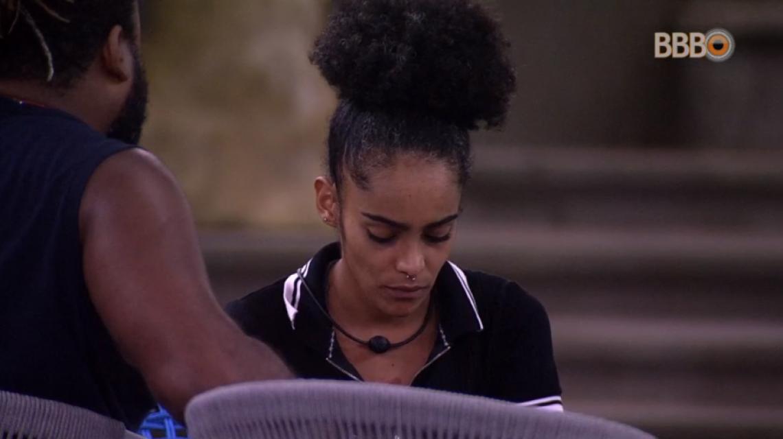 Gabriela discute preconceito com os brothers. (Foto: Reprodução/Globo Play)