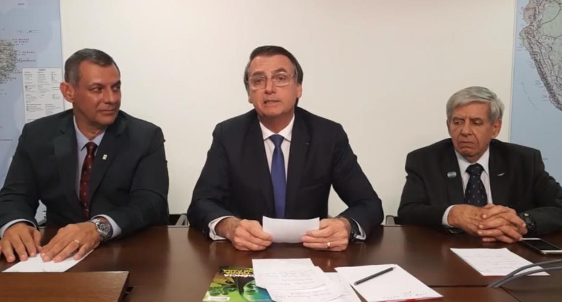 Bolsonaro faz pronunciamento ao vivo no Facebook