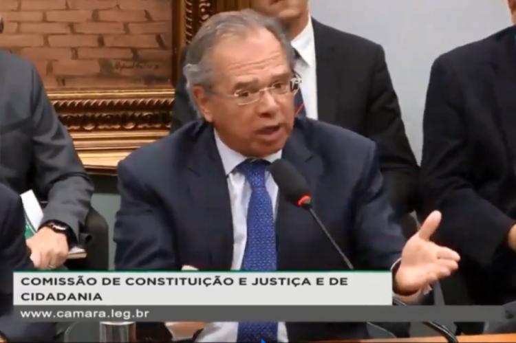 Paulo Guedes responde a questionamentos acerca de pontos da reforma da Previdência