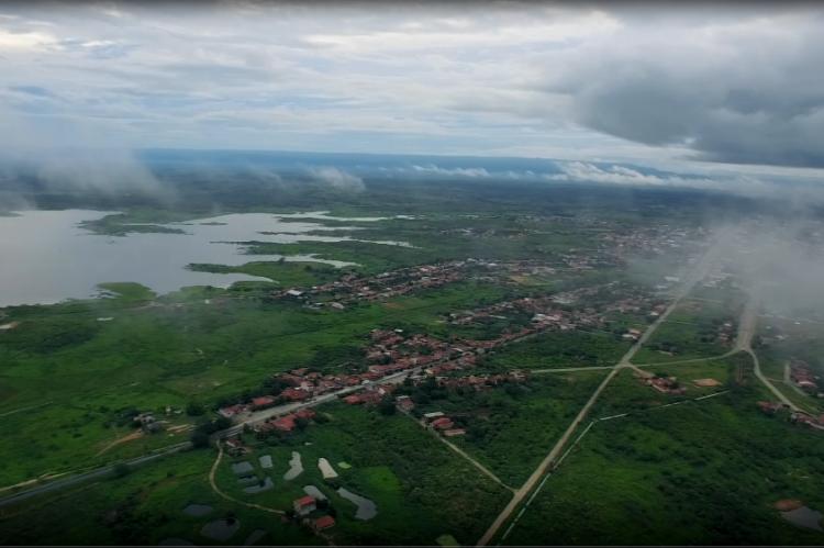 O açude tem o papel de fazer a perenização e o controle do nível do Rio Acaraú, além do abastecimentos das águas das cidades de Reriutaba, Ipu, Hidrolândia e Pires Ferreira.