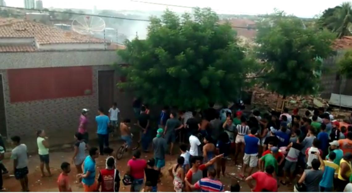 Casas foram atingidas por fogo e pessoas ficaram feridas após explosão em fábrica clandestina
