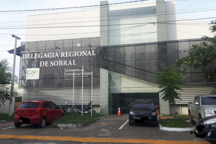 Agentes envolvidos na operação reúnem-se na Delegacia Regional de Sobral