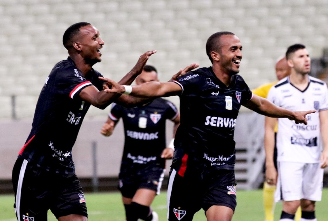 Caxito é o vice-artilheiro do time na Série C, com nove gols.