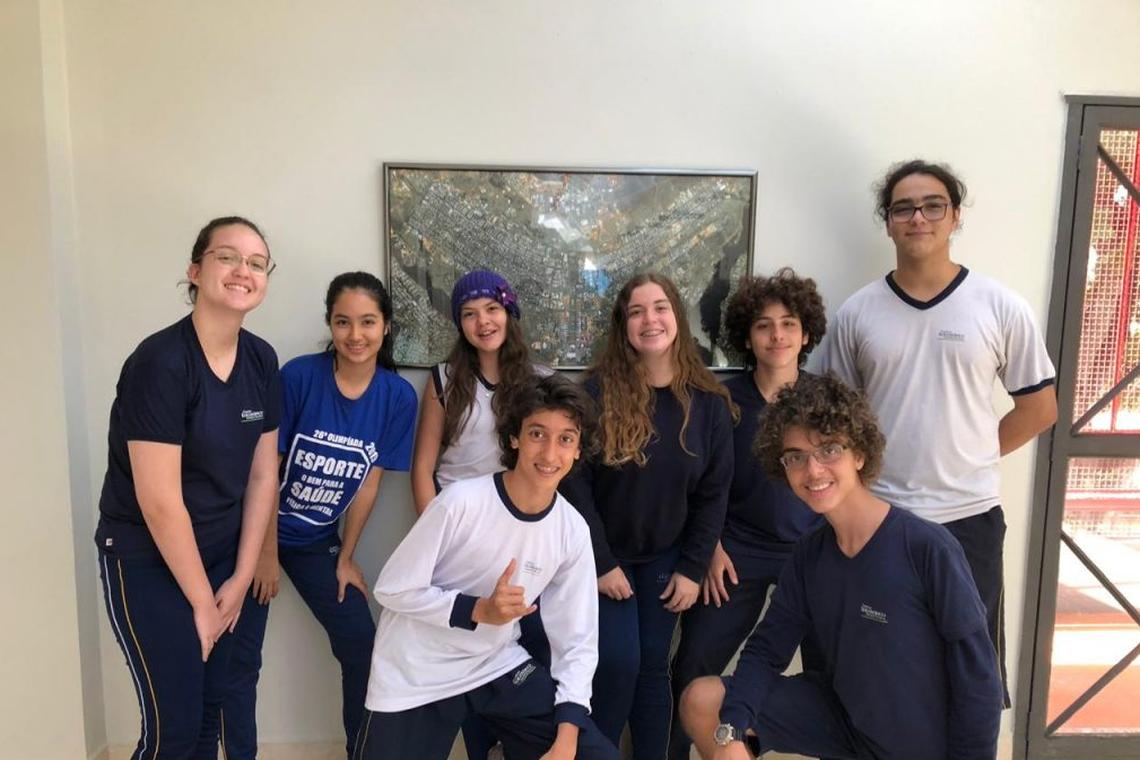 Oito alunos vão ao Japão