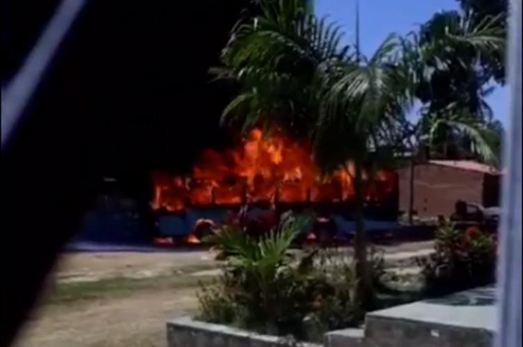 Caso aconteceu no Aracapé no início desta tarde. Não há informações sobre feridos
