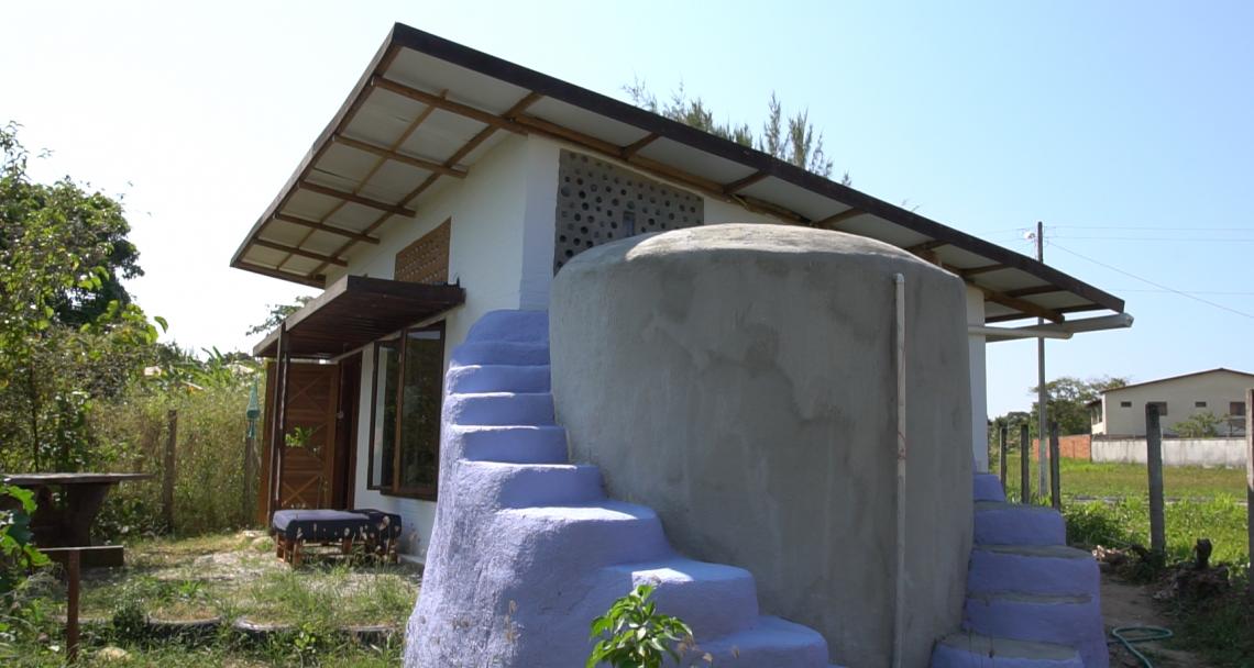 O projeto também foi pensado para garantir a reutilização da água e a produção da própria comida.