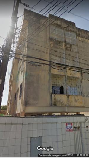 O edifício Hanna Karine é localizado na rua General Silva Júnior, no Bairro de Fátima. Data da foto: maio/2016.