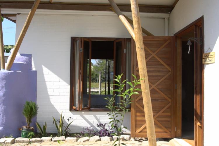 A arquitetura da Casa PAS abriga técnicas de permacultura e bioconstrução, com a premissa de elevar ao máximo os conceitos de sustentabilidade e autonomia adotados pelo arquiteto Bernardo Andrade