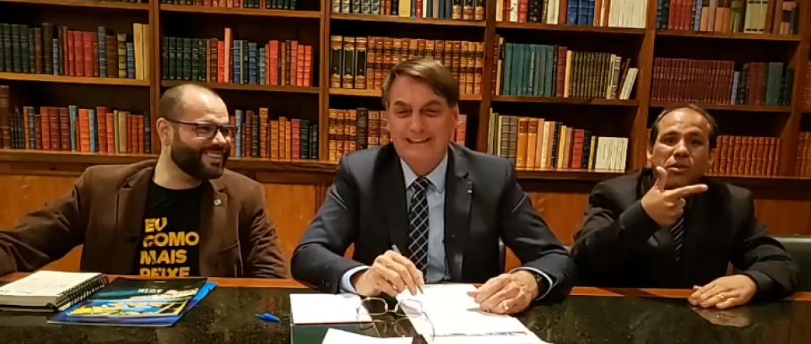 Bolsonaro realiza primeira live no Facebook deste ano
