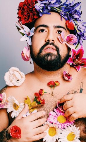 Novo projeto do cantor Julião tem referência na arte sacra, na moda e em elementos da comunidade LGBTQIA