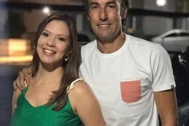 Amor dentro e fora do campo: repórter e jogador se emocionaram após partida do Confiança e Vitória  (Foto: Reprodução/Instagram)