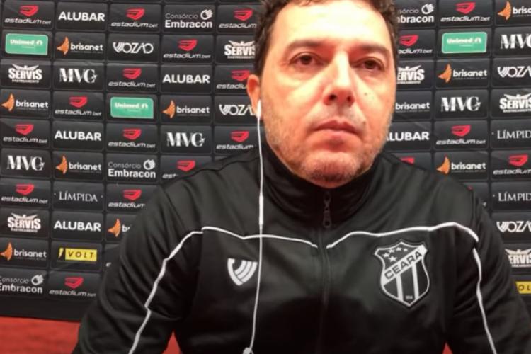 Alexandre Faganello substituiu Guto Ferreira no comando técnico da partida diante do Fluminense (Foto: Vozão TV/ Reprodução)