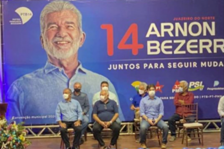 Convenção que lançou Arnon. No banner, os apoios de PT e PSL (Foto: REPRODUÇÃO/INSTAGRAM)