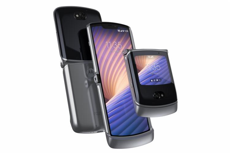 Aparelho tem tela flexível na parte interna e uma menor na tampa, que pode ser usada para operar o sistema Android 10 (Foto: Divulgação/Motorola)