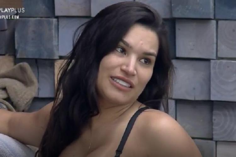 Em conversa com Luíza, Raíssa comentou sobre um suposto romance com o influencer (Foto: Reprodução/PlayPlus)