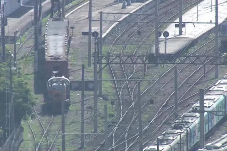 Trem foi abordado na manhã desta segunda-feira, 19 (Foto: Reprodução/TV Globo)